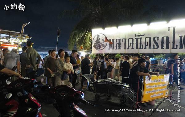 Ratchada Bangkok(Rot Fai Night Market).jpg