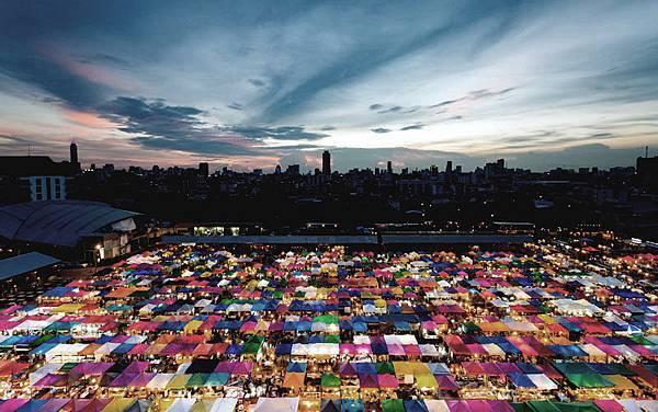 Rot Fai Night Market Bangkok@thaiairway.jpg