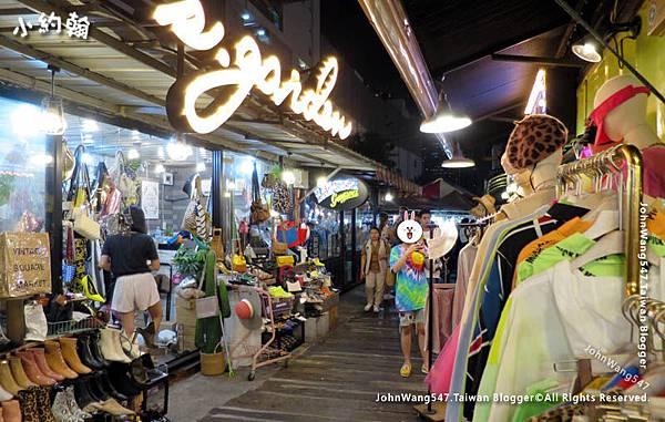 曼谷拉查達夜市-服飾店.jpg