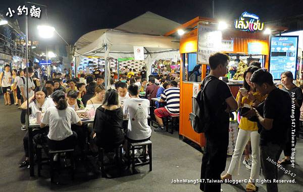 曼谷拉查達夜市-美食街.jpg