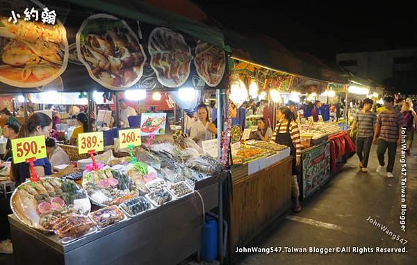 曼谷鐵道夜市Ratchada海鮮大拼盤.jpg