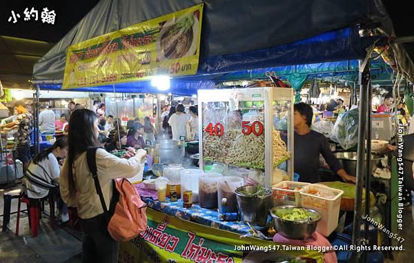 Ratchada market thai noodle shop.jpg