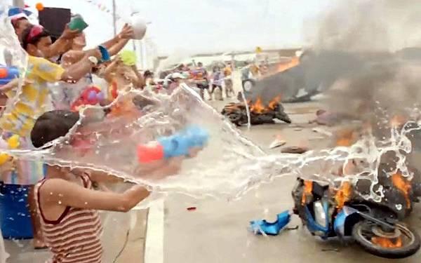 泰國新年潑水節酒駕車禍多.jpg