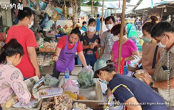 Khlong Toei Market.jpg