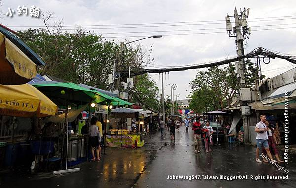 Chatuchak Weekend Market Rainy day.jpg