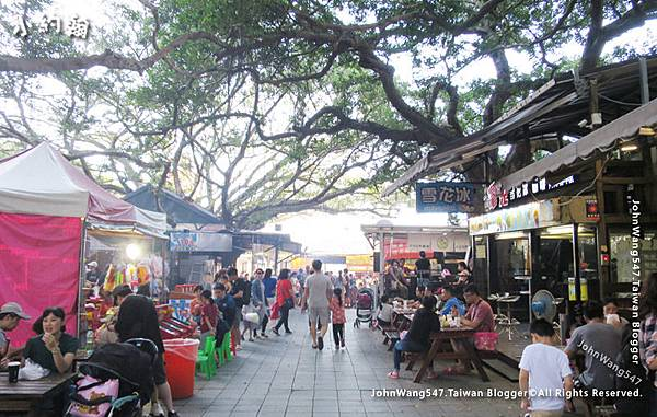 八里老街-老榕碉堡美食區1.jpg