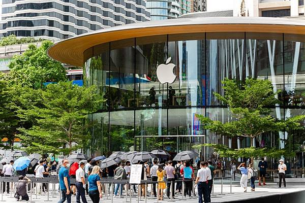 Apple Store in central world open.jpg