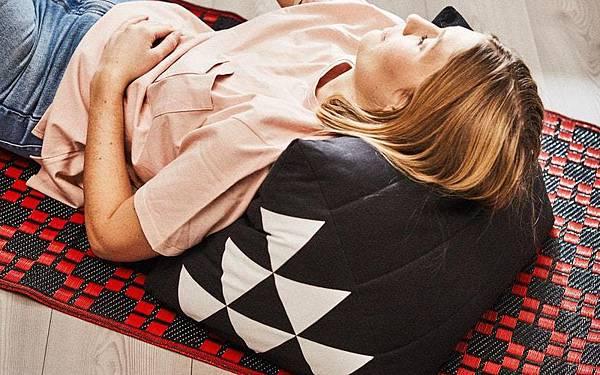 IKEA SAMMANKOPPLA泰式三角靠枕.jpg