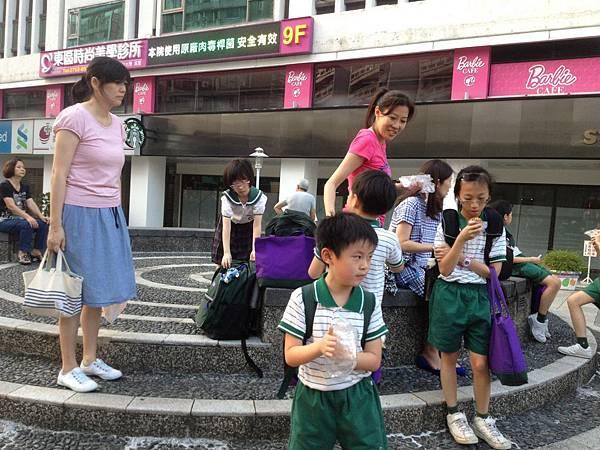 復興小學兒童排戶外相2