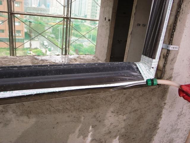 窗框裝好再清洗