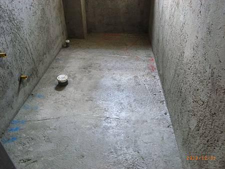 衛浴室防水清清理.JPG