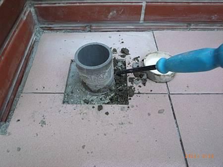 挖開水泥-2.JPG