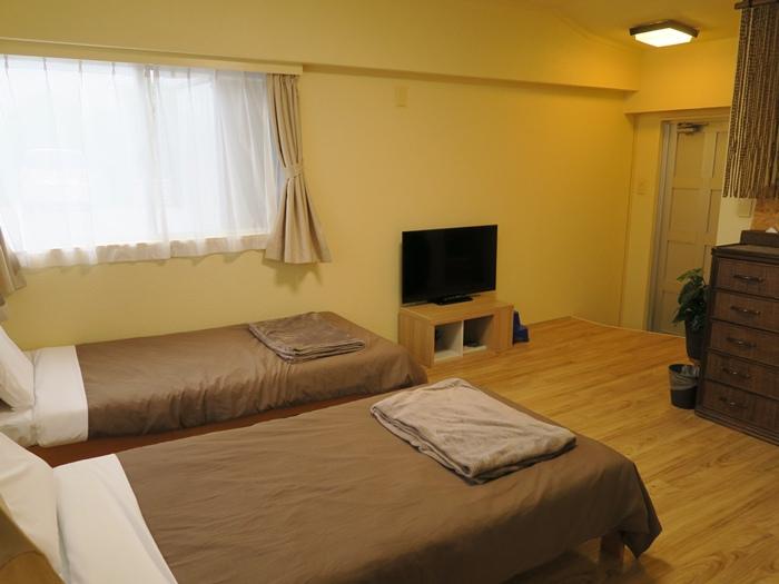 房間,兩小床