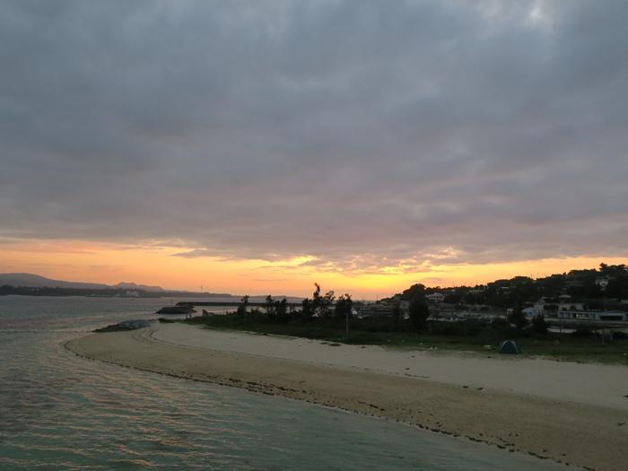 看完夕陽再回去踩踩水