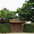 莫名的舊式大門