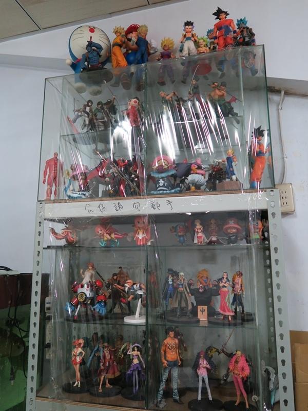 店家裡有好多的公仔收藏