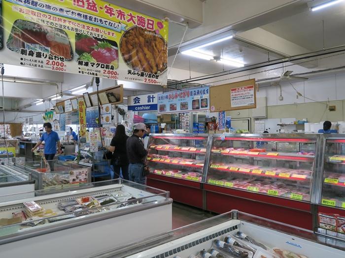 裡頭還真有點像是小型的海鮮市場