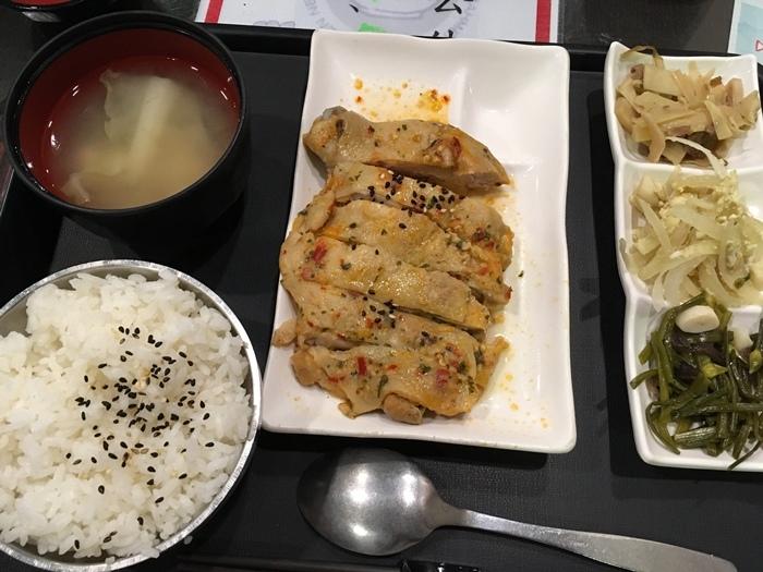 泰式雞腿排餐 120元