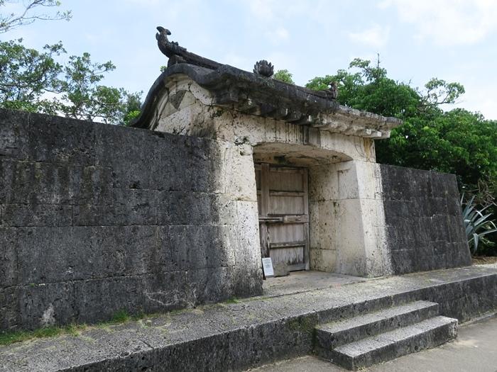 國王外行時,曾在此石門祈願一路平安。
