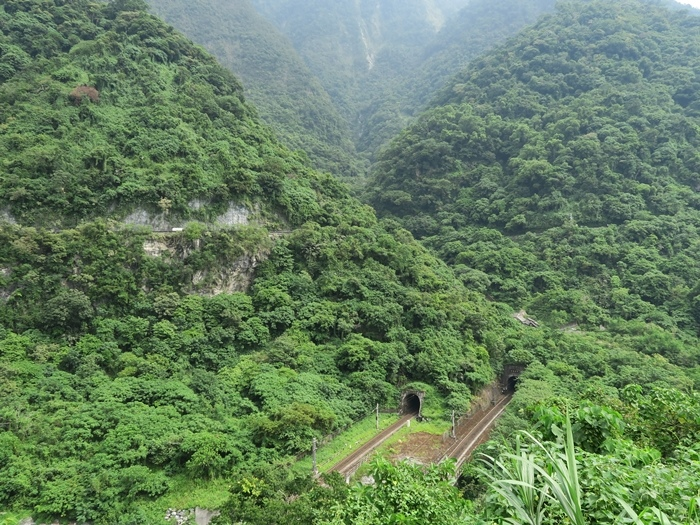 斷崖中的鐵道