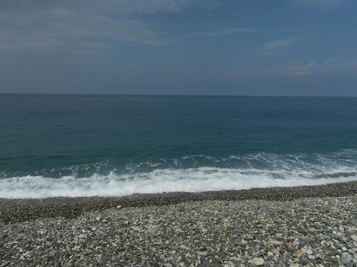 我們就坐著聽海的聲音~