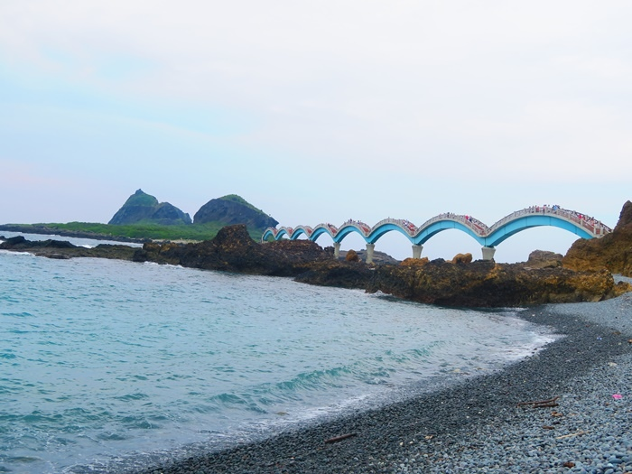 閃閃發亮的大橋