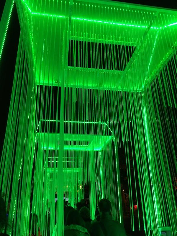 但在裡面拍照都是綠光,滿好笑的XD
