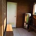 C棟跟D棟之間的路通向後方的浴室