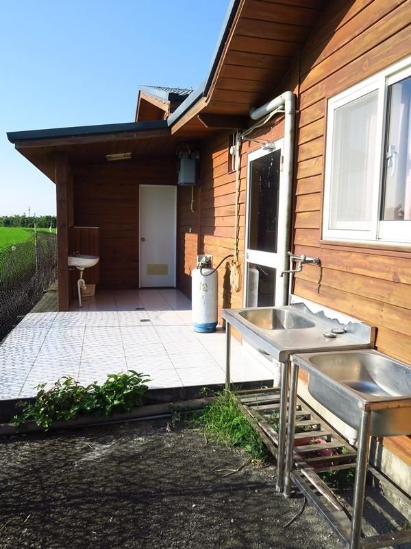 A棟跟B棟之間的路通往後方的洗手間
