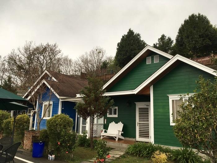 最下層的綠屋和藍屋