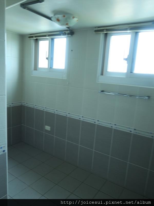 這洗澡的空間好大XD