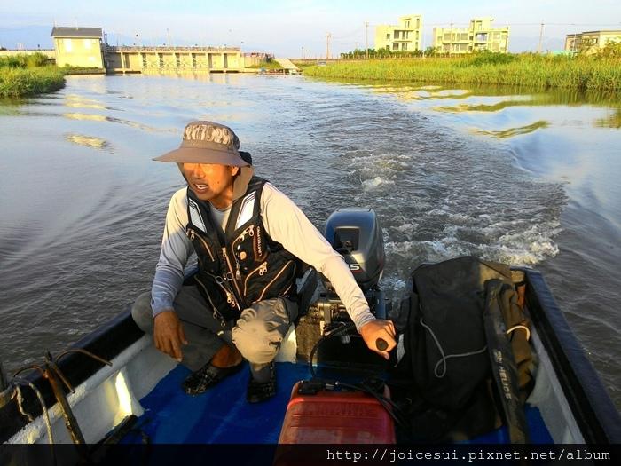 第三天早上老闆帶去出海口釣魚