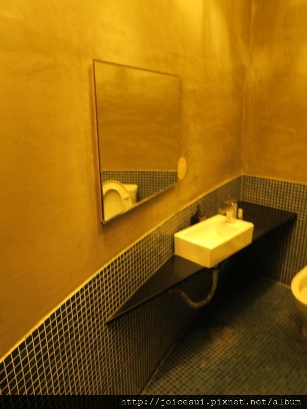 我們的包廂有廁所!