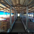 用餐區,看起來是以前的豬寮改成的