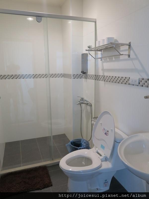 這是門口旁的洗手間