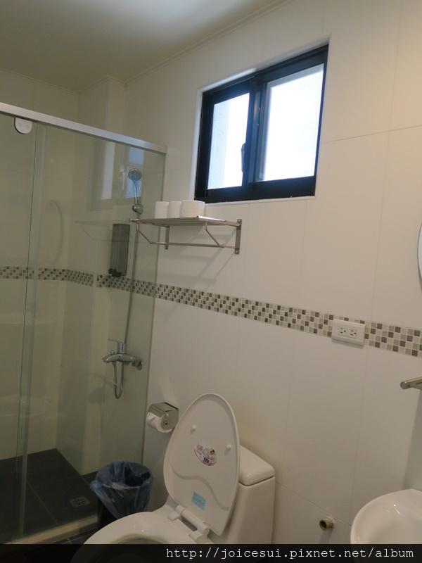 第二間房內的浴室