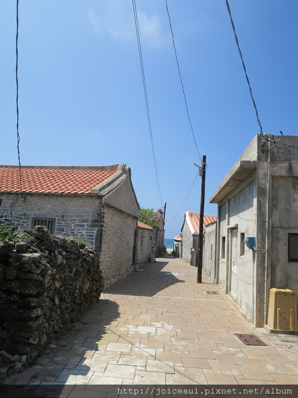 這邊的小巷子可通向海邊!!!