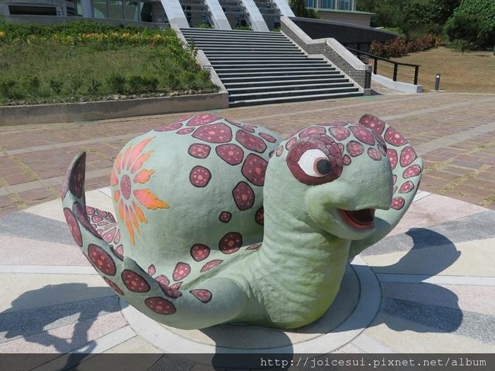 館前的龜龜很可愛