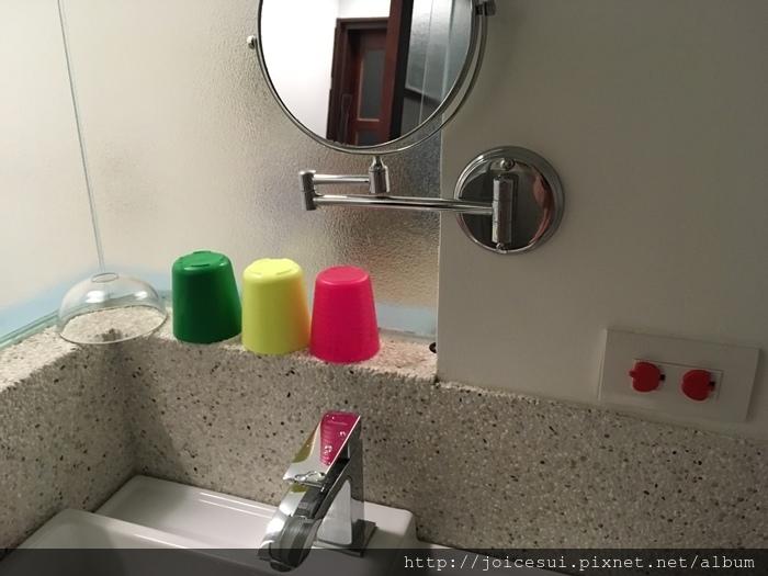 牙刷和牙膏要自備