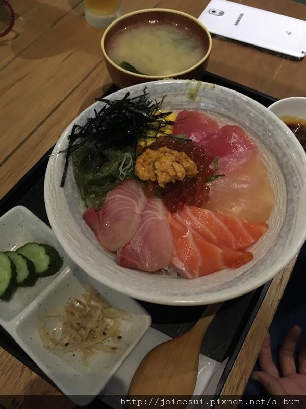 刺身盛合海鮮丼 400元