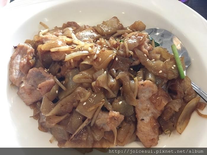 干炒肉片河粉 160元