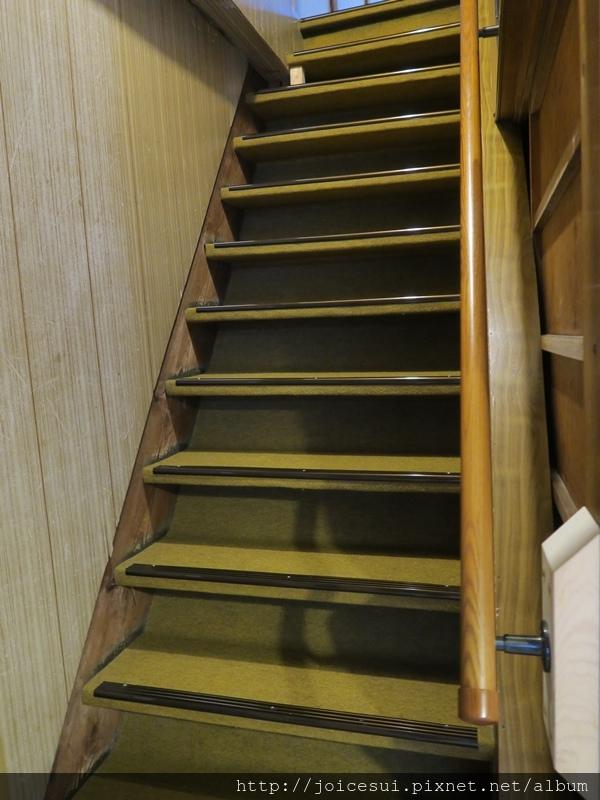 上2樓的樓梯非常之陡峭