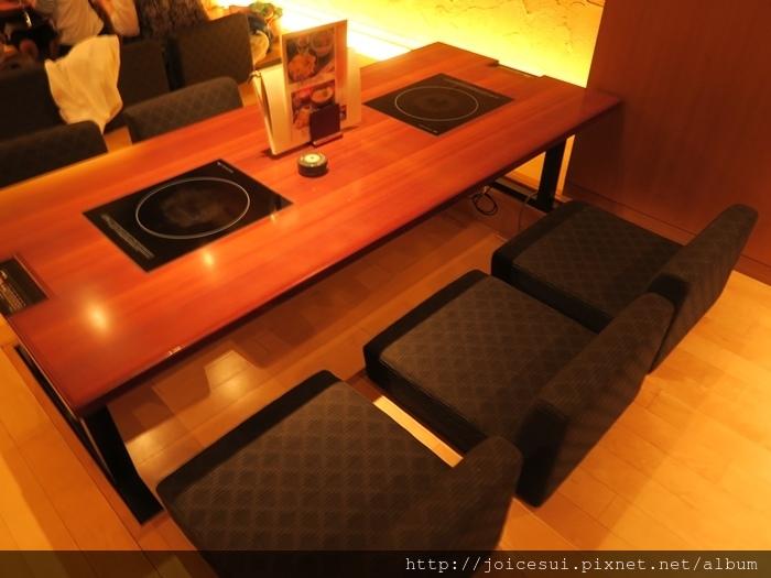 位置滿舒適但要分兩桌
