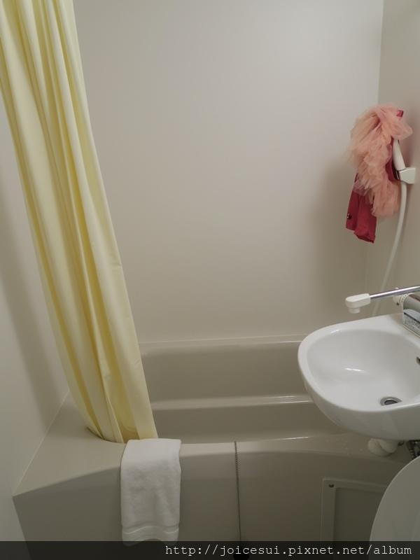 浴室比較寬敞一些
