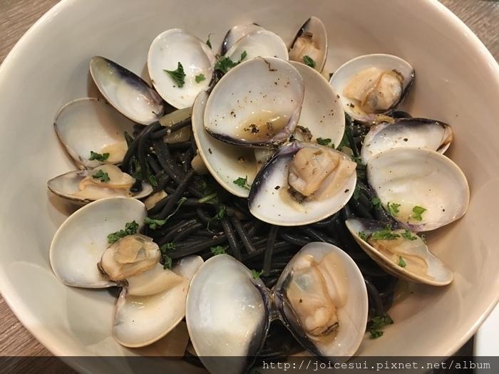 辣味白酒蛤蜊墨魚 235元