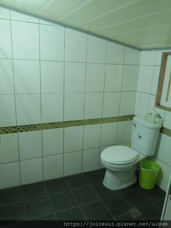 浴室天花板矮矮的