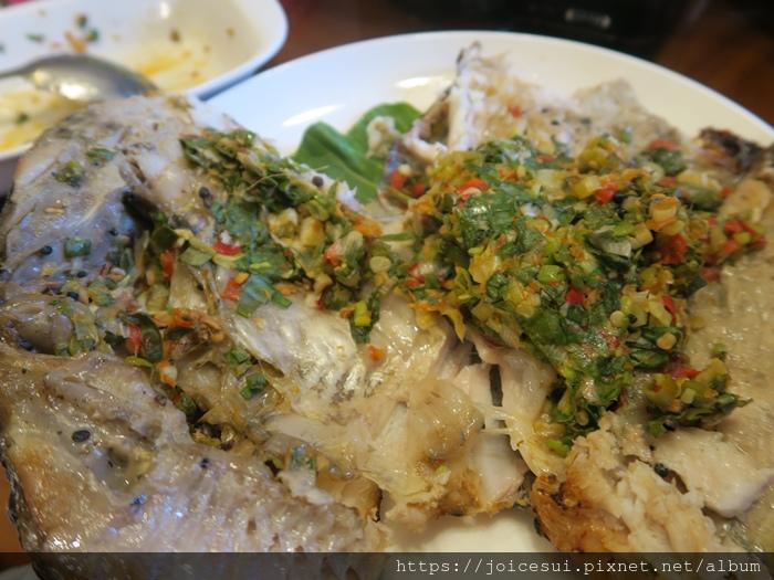傣味包料魚 500元