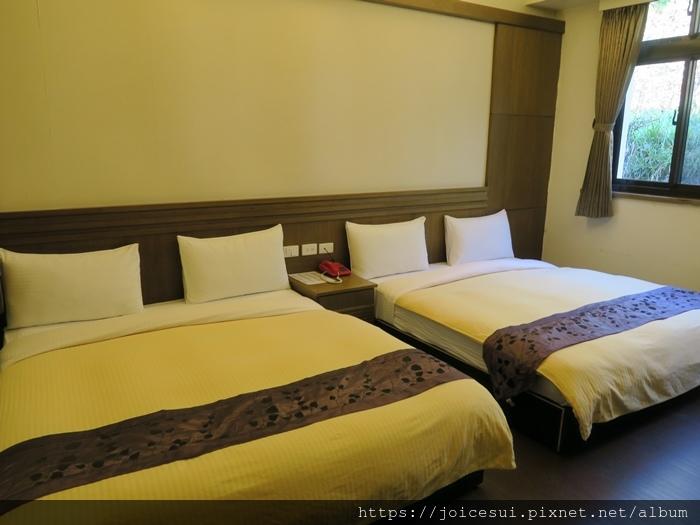 兩張雙人床