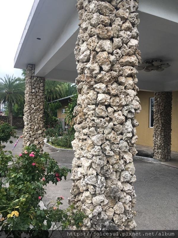這石柱很美