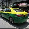 顏色很特別的計程車